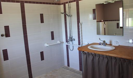 gite-les-mapellous-chambre-mauve-salle-de-bain-Dordogne