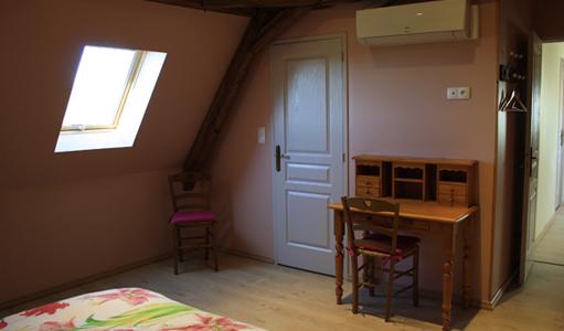 gite-les-mapellous-chambre-rose-lit-Dordogne
