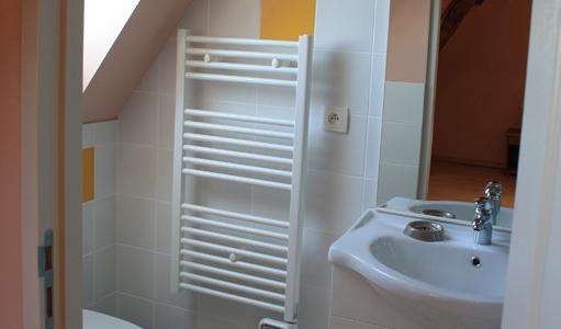 gite-les-mapellous-chambre-rose-salle-de-bain-Dordogne