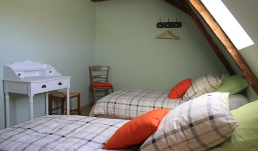 gite-les-mapellous-chambre-verte-lit-Dordogne
