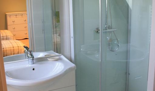gite-les-mapellous-chambre-verte-salle-de-bain-Dordogne