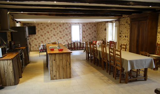 gite-les-mapellous-salon-cuisine-Dordogne