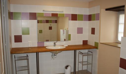 cottage-les-mapellous-bathroom-Salmon-Dordogne