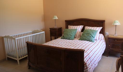 cottage-les-mapellous-bedroom-Salmon-Dordogne