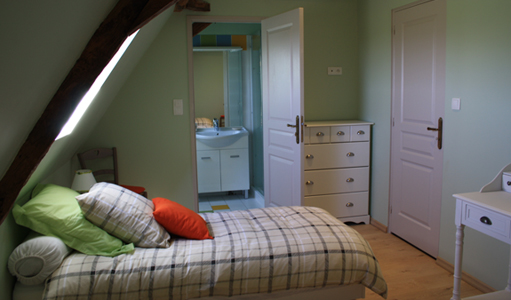cottage-les-mapellous-bedroom-green-Dordogne