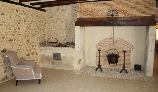 cottage-les-mapellous-fireplace-Dordogne