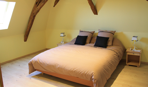 cottage-les-mapellous-yellow-bedroom-Dordogne